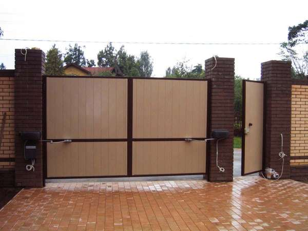 Купить распашные автоматические гаражные ворота в Севастополе